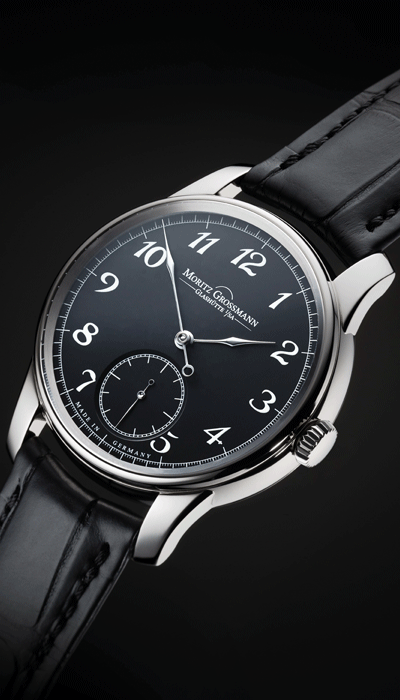 High-contrast design<br /> in black and white gold